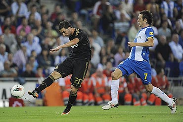 Gonzalo Higuain of Real Madrid CF (left)