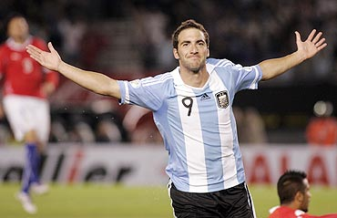 Argentina's Gonzalo Higuain celebrates after scoring against Chile