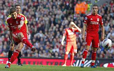 Steven Gerrard scores against Manchester United