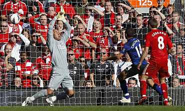 Javier Hernandez scores for Man United against Liverpool