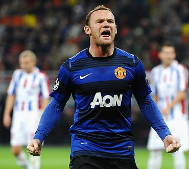 Wayne Rooney celebrates after scoring from the spot against Otelul Galati