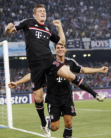 Bayern Munich's Tony Kroos (left) celebrates after scoring against Napoli