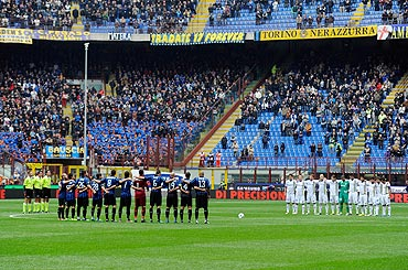 Inter Milan and Chievo Verona players hold a minute of silence tribute after the death of Simoncelli