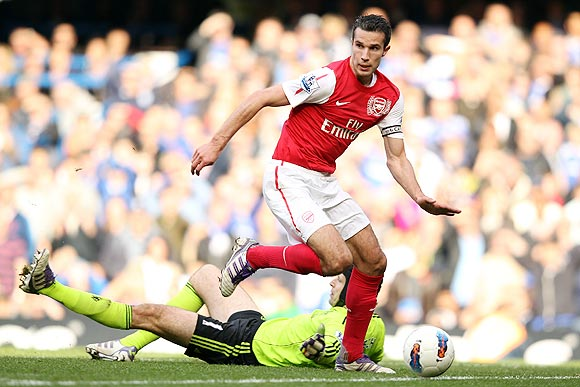 Robin van Persie goes past Chelsea goalkeeper Petr Cech to score Arsenal's fourth goal