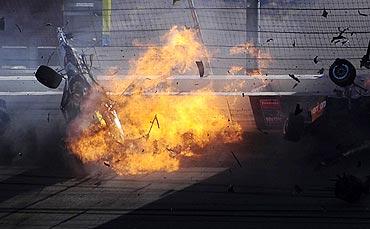 Dan Wheldon's car crashes