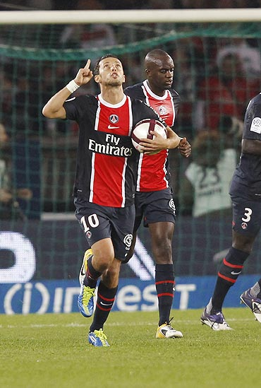 Paris St Germain's Nene and Sakho celebrate