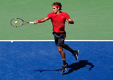 Roger Federer returns a shot against Dudi Sela