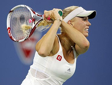 Caroline Wozniacki returns against Arantxa Rus