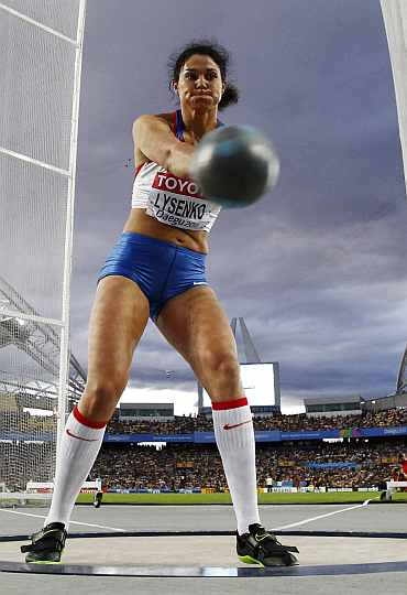 Tatyana Lysenko competes in the women's hammer competition