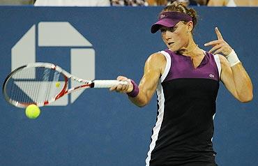 Samantha Stosur returns a shot againts Maria Kirilenko