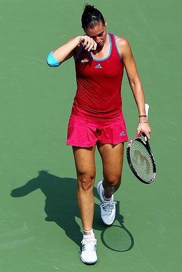 Flavia Pennetta feels the heat during her match against Peng Shuai