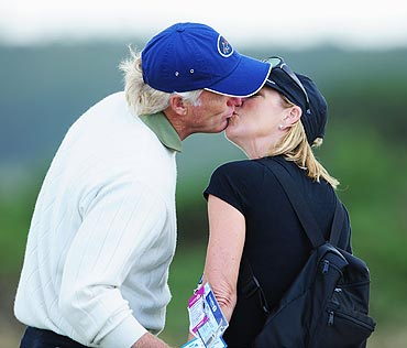 Greg Norman and Chris Evert share a kiss