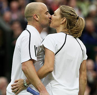 Andre Agassi and Steffi Graf share a kiss