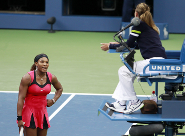 Serena Williams argues with chair umpire Eva Asderaki