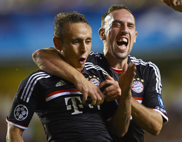 Rafinha of Bayer Muenchen (L) celebrates after scoring with his teammate Franck Ribery during the UEFA Champions League group A match between Villarreal and Bayern