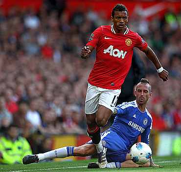 Nani dribbles the ball past Chelsea's Raul Meireles