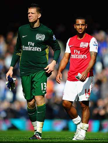 Wojciech Szczesny and Theo Walcott of Arsenal react after losing to Blackburn