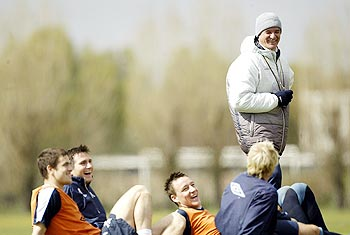 Claudio Ranieri (right) with Chelsea players during a training session