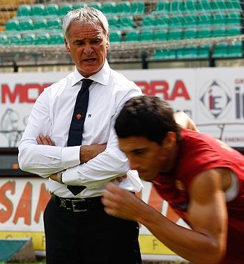 Claudio Ranieri during a training session
