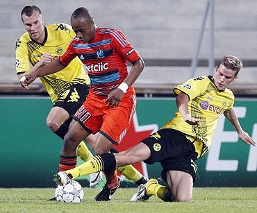 Borussia Dortmund's Kevin Grosskreutz (left) and Sven Bender (right) challenge Olympique Marseille's Andre Ayew (centre)