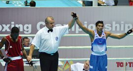 Manoj Kumar (right) being declared winner against Valentino Knowles