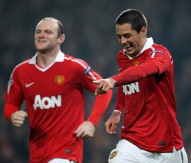Rooney and Hernandez celebrate a Manchester United goal