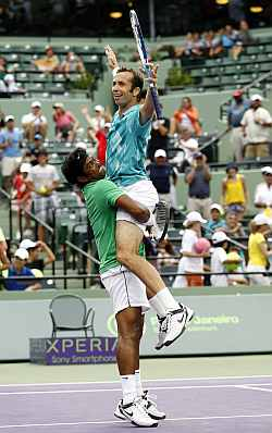 Paes lifts his partner Stepanek after clinching victory