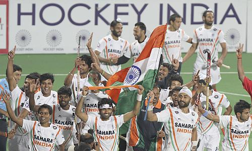 Indian hockey players celebrate