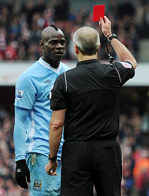 Referee Martin Atkinson shows Mario Balotelli a red card during the EPL match against Arsenal on Sunday