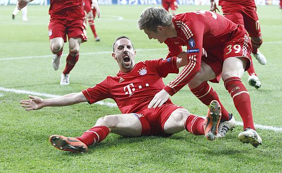 Bayern Munich's Ribery and Kroos celebrate