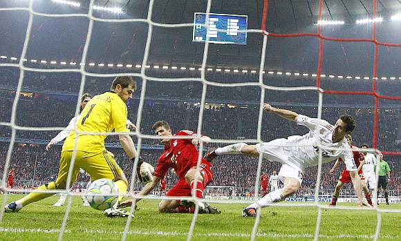 Mario Gomez (centre) of Bayern Munich scores his team's winning goal