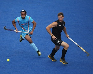 Richard Petherick of New Zealand challenges Sardar Singh