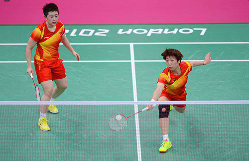 Yang Yu (L) and Xiaoli Wang (right) of China