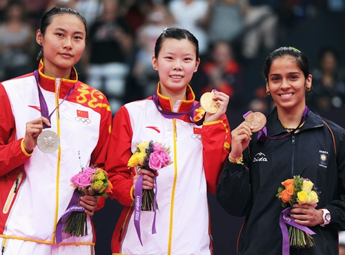 Xuerui Li on the podium with her gold medal, flanked by Yihan Wang (left) and Saina Nehwal