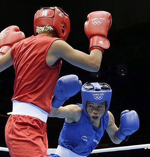 India's Chungneijang Mery Kom Hmangte, right, fights Tunisia's Maroua Rahali in a women's flyweight 51-kg quarterfinal boxing match