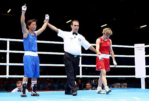 Mary Kom of India (L) celebrates her victory Karolina Michalczuk of Poland during the Women's Fly (48-51kg) Boxing