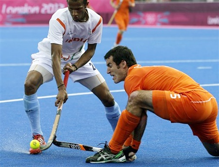 India's Sunil SV battle for ball possession
