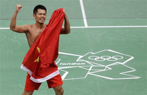 China's Lin Dan celebrates his victory