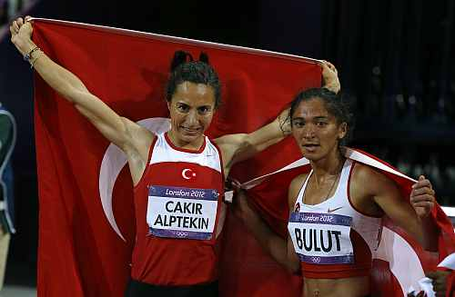 Turkey's Asli Cakir Alptekin and Gamze Bulut (R) celebrate after winning gold and silver in the women's 1500m final during the London 2012 Olympic Games