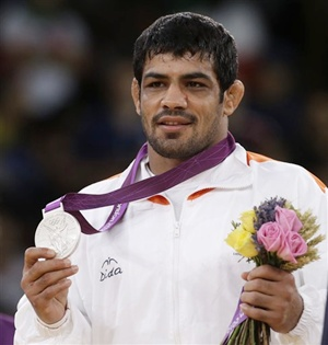 Sushil Kumar proudly displays his silver medal