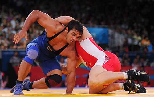 Matthew Judah Gentry of Canada (red) and Narsingh Pancham Yadav of India compete in the Men's Freestyle 74 kg Wrestling