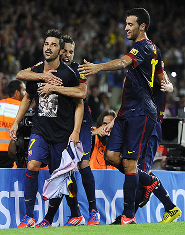 David Villa celebrates with his teammates
