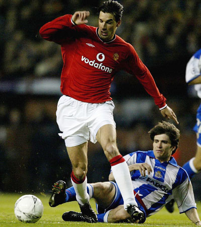 Ruud Van Nistelrooy of United gets past Hector of Deportivo during the UEFA Champions League Quarter Final Second Leg match between Manchester United and Deportivo La Coruna at Old Trafford