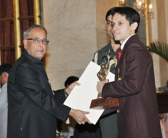 President Pranab Mukherjee presents the Arjuna award to Parupalli Kashyap