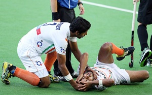 India's Rupinder Pal Singh tries to comfort teammate Manpreet Singh