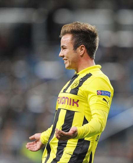 Mario Gotze (right) of of Borussia Dortmund celebrates