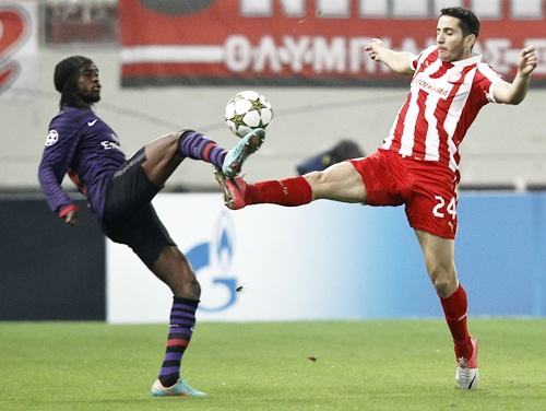 Arsenal's Gervinho (left) challenges Olympiakos' Kostas Manolas