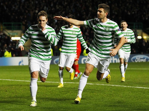 Celtic's Kris Commons (left) celebrates with teammates