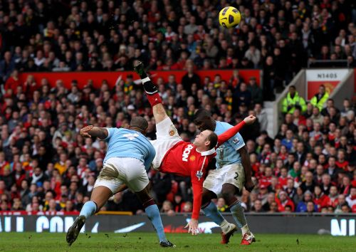 Wayne Rooney of Manchester United scores a goal from an overhead kick