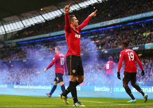 Robin van Persie of Manchester United celebrates scoring the winning goal